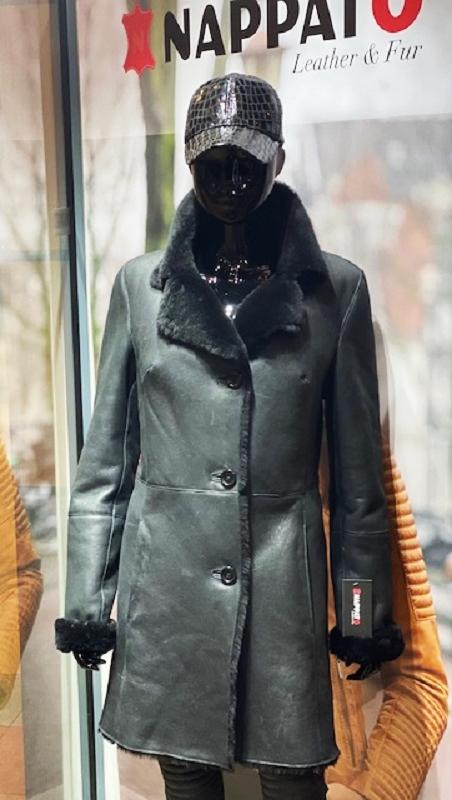 Lammy coat dames halflange 3 knop Zwart